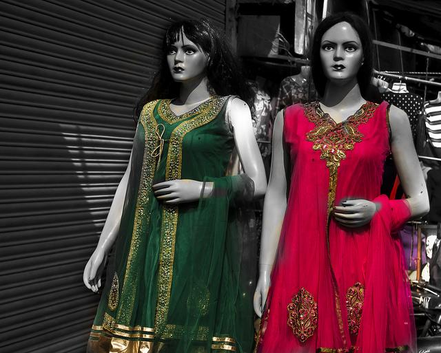 Színes indiai ruhák kavalkádja - BÖSKE 429a973145